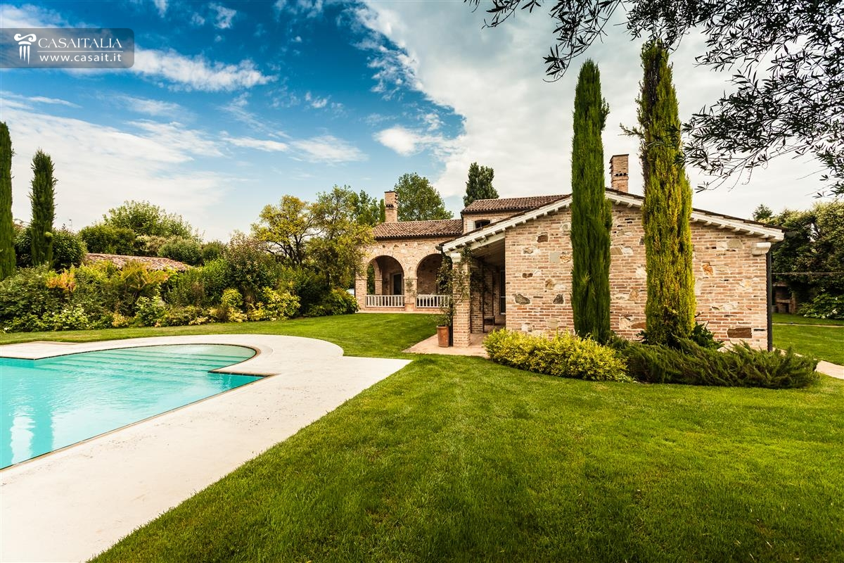Vendita villa di lusso con piscina vicino venezia for Immagini di entrate di ville