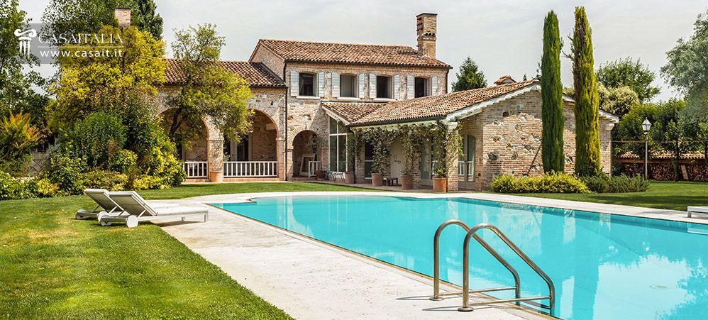 Vendita villa di lusso con piscina vicino venezia for Architettura ville moderne