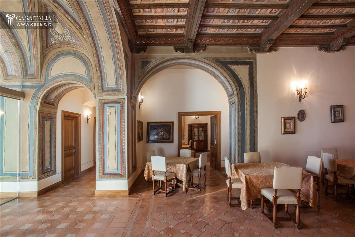 Villa classica in vendita in lazio vicino frosinone for Interni di ville classiche