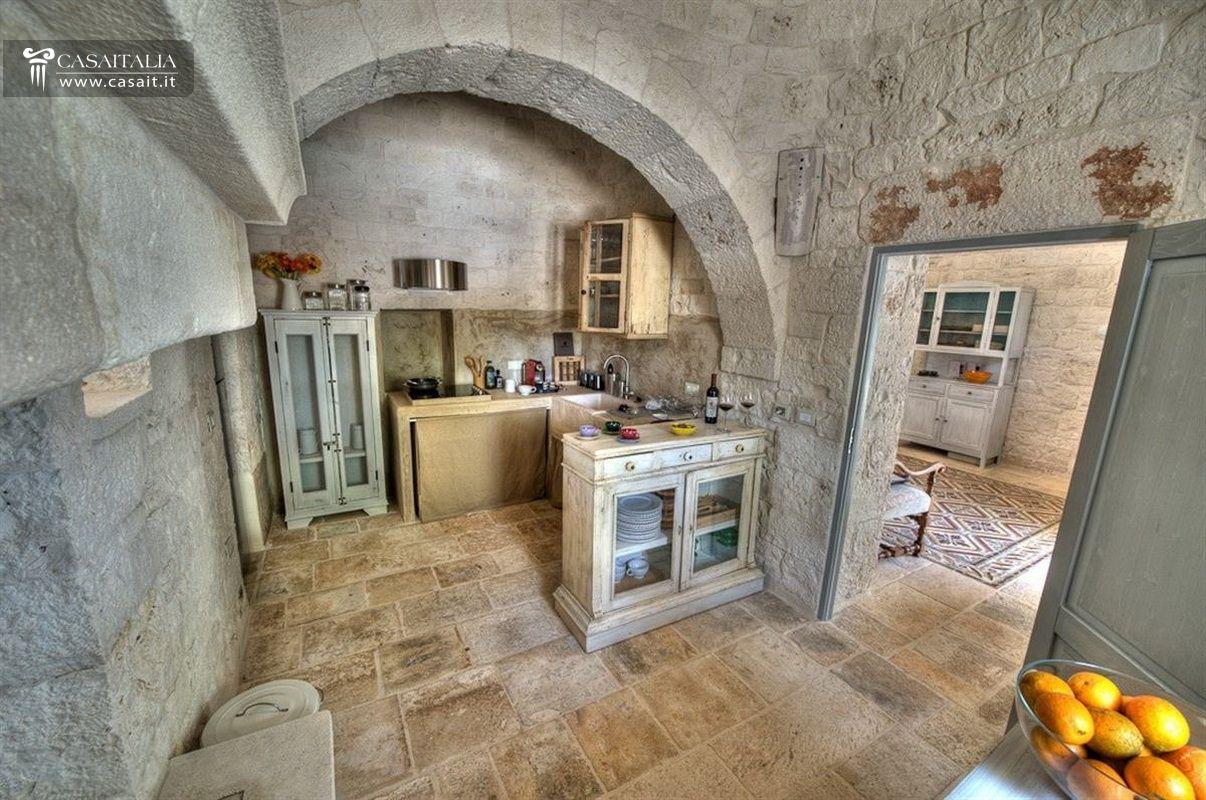 Puglia Alberobello Vendita Trulli Ristrutturati #C49E07 1206 800 Lavelli Cucina Di Piccole Dimensioni