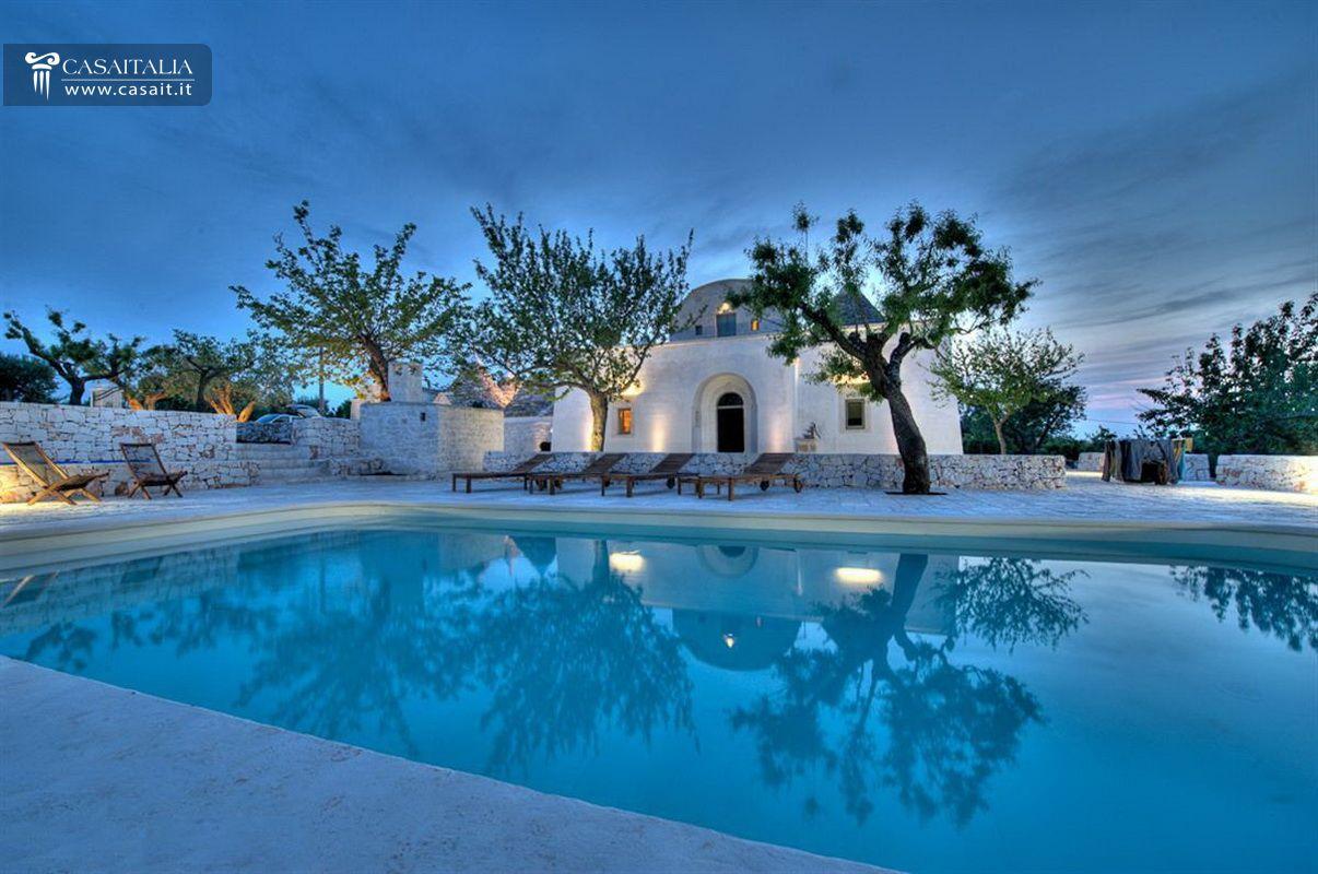 Puglia alberobello vendita trulli ristrutturati - Masseria in puglia con piscina ...