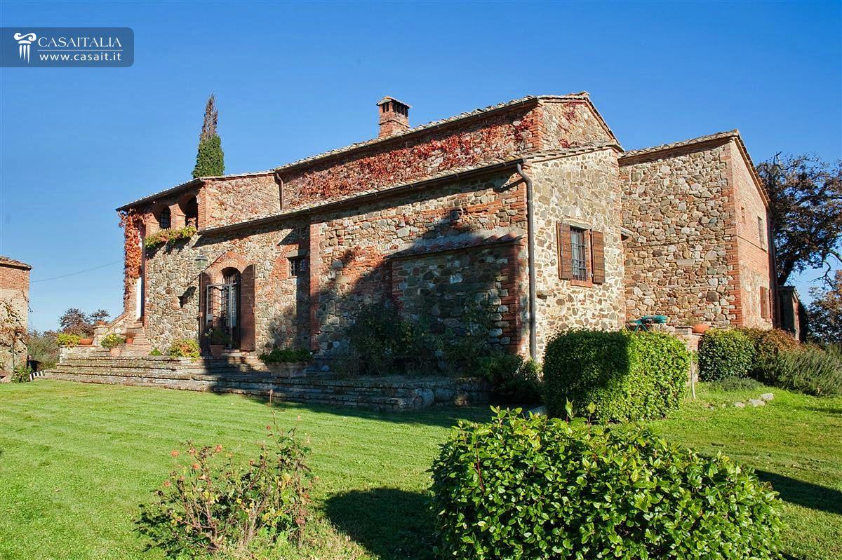Toscana torrita di siena vendita casale con piscina for Due garage di storia in vendita